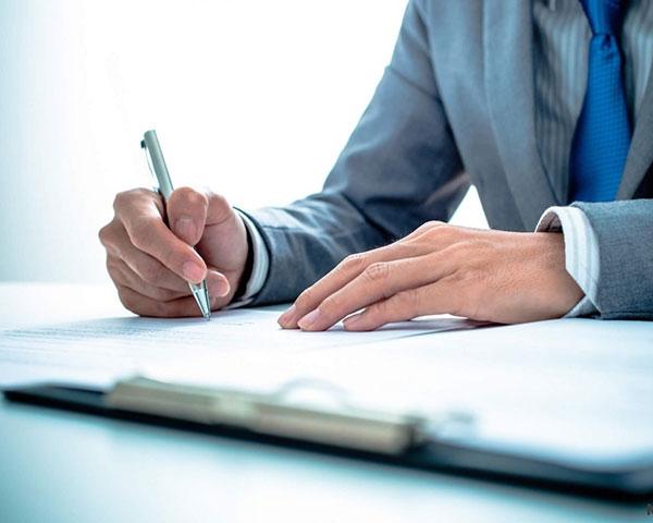 Составление любых или полного комплекта договоров, защищающих интересы покупателя при приобретении недвижимости./></div> <div class=